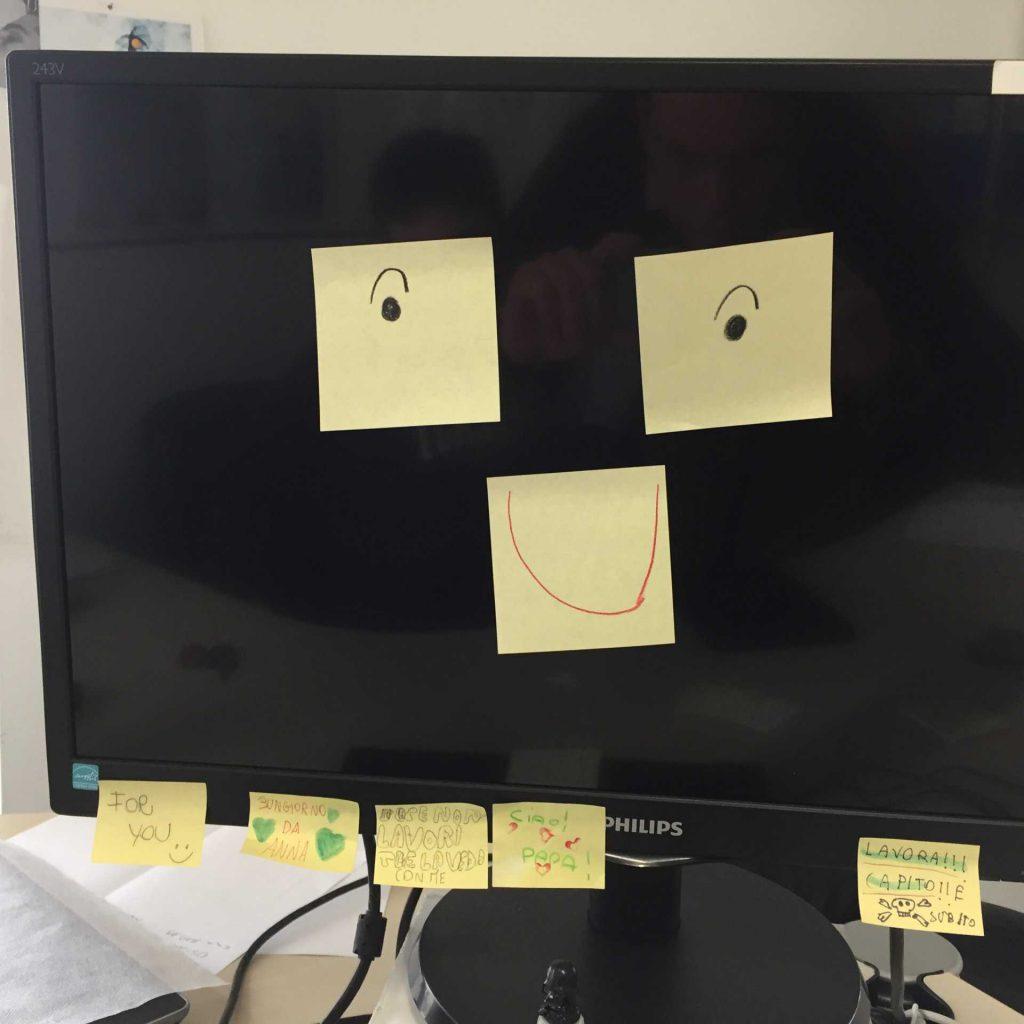 Il monitor in ufficio mi sorride