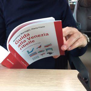 foto in treno Guida alla Venezia ribelle Edizioni Voland